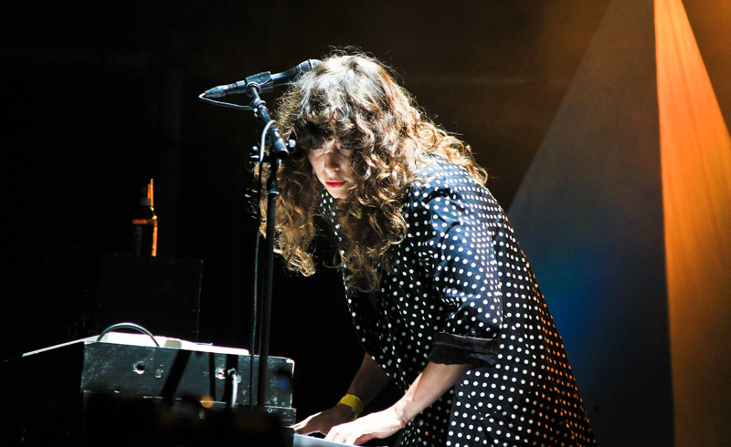 Beach House Fly Me To The Moon Barcelona Festival Mondosonoro Vice Line Best Fit