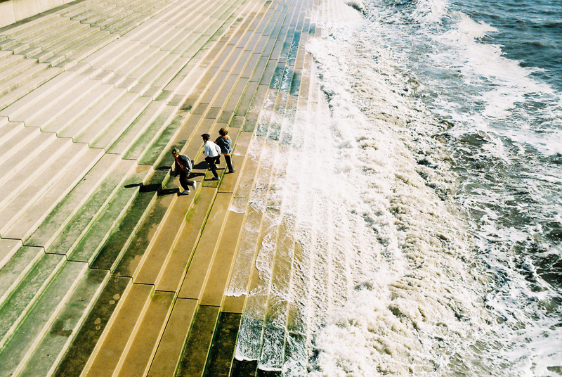blackpool waves central pier kids playing